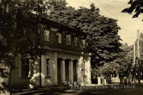 Vana-vahimaja-Riigiparkide-Valitsus-ca-1932_600X400
